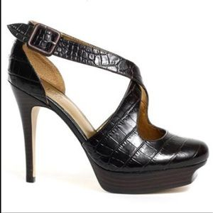 New in box guess bundle Brown leather heels 7